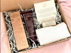 VMV Men's Essentials (ID Soap Mini 30grams, 1635 Shave Cream, Handtowel)
