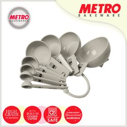 Metro MB 5570 8 pcs Plastic Measuring Cup with Cookie Cutter