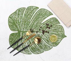 Homescapes Leaf Shape PVC Placemat Green x 4 Pieces